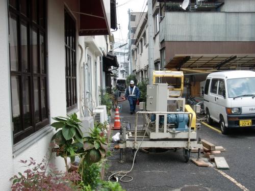 特殊人孔や狭い路地での施工を行いました
