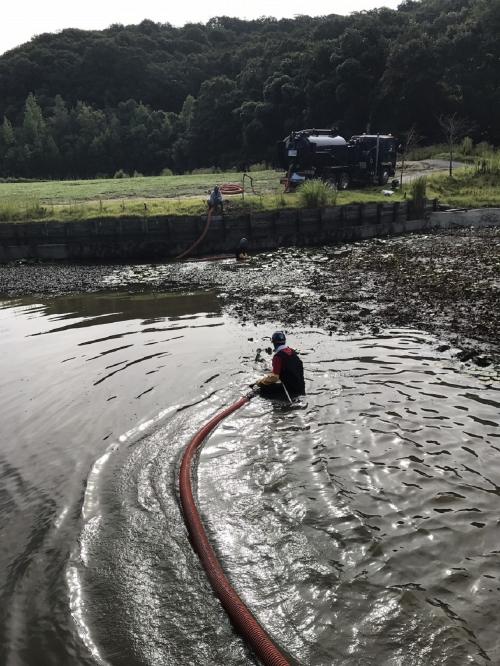 地元で池の浚渫作業及び管渠清掃作業を行いました!
