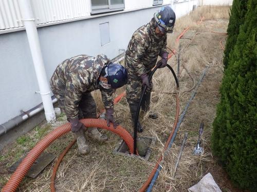某工場にて雨水管の清掃作業を行いました。