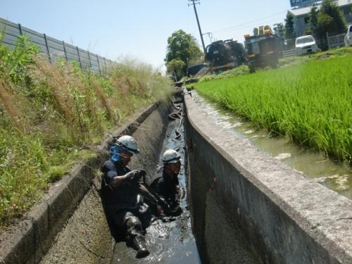 水路の浚渫作業を行いました