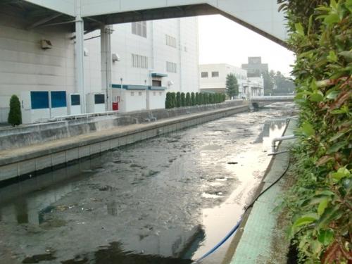 地元で水路の浚渫工事を行いました
