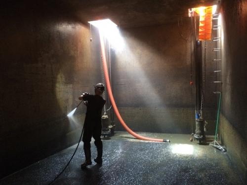 汚水槽、側溝清掃及びオメガライナーの施工