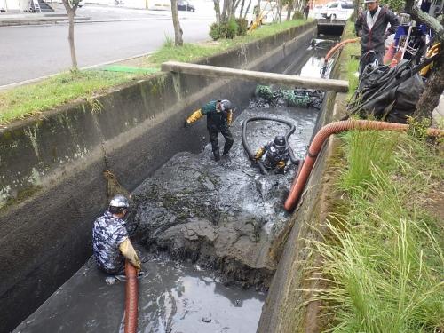 地元で水路の浚渫及びサイホン管の清掃を行いました!