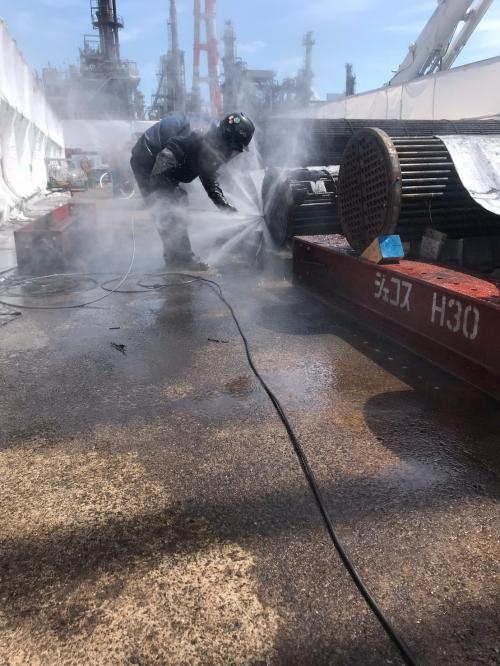 某工場にて熱交換器の洗浄作業を行いました!
